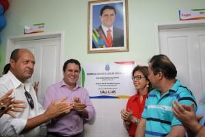Edivaldo, Helena Duailibe e vereadores na entrega de mais um Centro de Saúde totalmente reformado