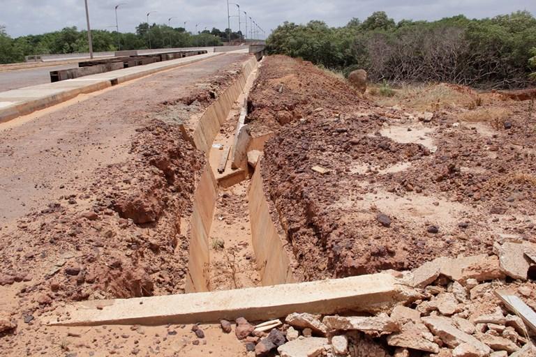 Via Expressa: sistema drenagem ainda começando a ser feito