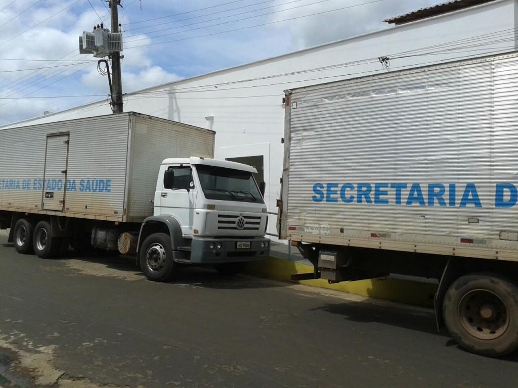 Caminhões da SES levando materiais de unidades de Coroatá