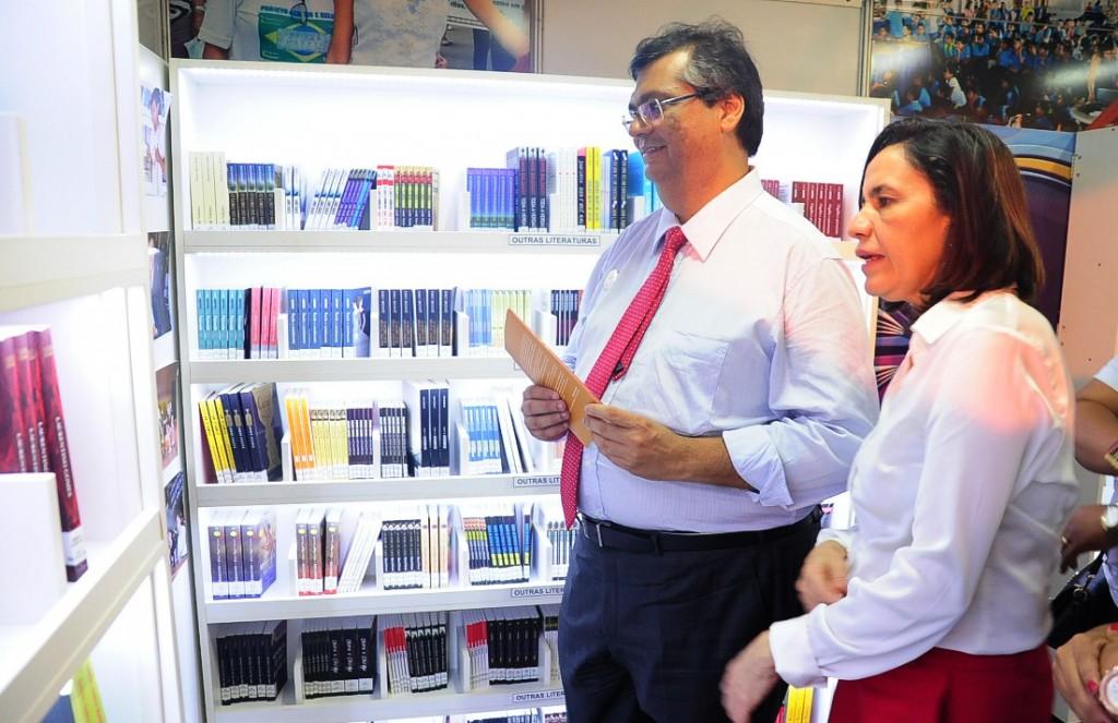 FOTO-1-Flávio-Dino-e-a-secretária-de-educação-1024x663